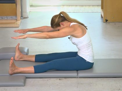 Spine Stretch Forward – How To & Tips wAlisa
